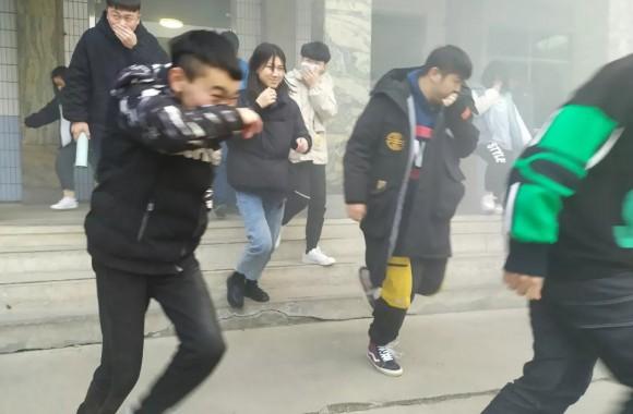从难从严从实战需要出发 亚洲彩票官方网站举行消防应急演练